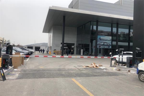 徐州万邦奔驰4s店选择徐州圣杰科技有限公司车牌识别系统产品