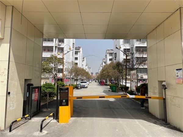 沛县敬安新民雅居小区选择徐州圣杰科技有限公司车牌识别和广告小门产品