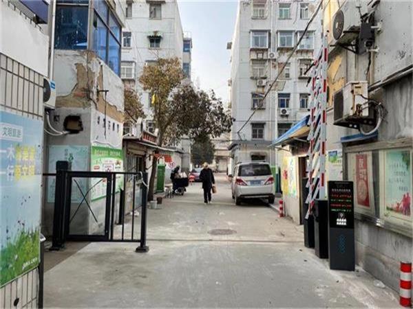 徐州珠苑里二村选择徐州圣杰科技有限公司车牌识别和行人小门产品